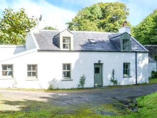 ROSE VALLEY COTTAGE, detached, in grounds of Dunvegan Castle, beside loch, Dunvegan, Ref 915416 - Dunvegan vacation rentals