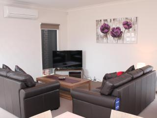 VILLA WARATHA  MELBOURNE - New Townhomes, Sleep 8 - Tullamarine vacation rentals