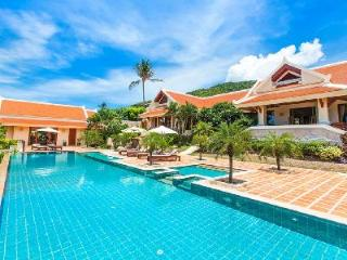 Stunning Thai style villa Urdon Thara offers pool, daily spa service & views - Bophut vacation rentals
