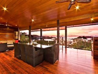 CLEAR WATER HOUSE OCEAN VIEWS POOL - Whitsunday Islands vacation rentals