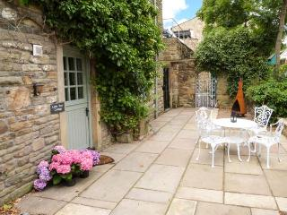 LITTLE TREE COTTAGE, ground floor, close to amenities, WiFi, pet-friendly cottage in Addingham, Ref. 911862 - West Yorkshire vacation rentals