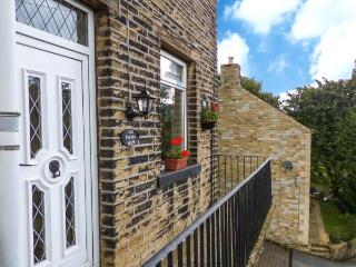 COTTAGE IN THE SKY, end-terrace cottage, pet-friendly, near Hebden Bridge, Ref 913519 - West Yorkshire vacation rentals