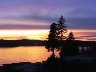 ATLANTIC SUNSET| SPRUCE POINT | OCEAN FRONT | BEACH | KAYAKING - Boothbay vacation rentals