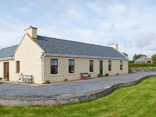 GLENGROVE COTTAGE, woodburner, attractive country views, en-suite, ground floor cottage near Lisdoonvarna, Ref. 915756 - County Clare vacation rentals