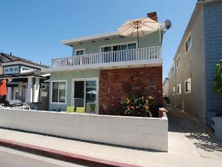 Spacious 5 Bedroom Home, 4 Houses from Sand! (68170) - Newport Beach vacation rentals