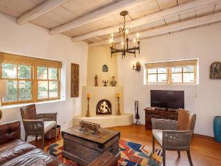 Tecolote – Lovingly Furnished, Hot Tub, 6 blocks from the Plaza, Quiet Intimate cul-de-sac of San Francisco Street - Santa Fe vacation rentals