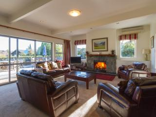 SUPERB Home,Studio,Spa pool,lake & mountain views, - Wanaka vacation rentals