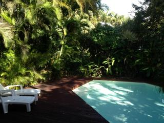Villa de charme, pool and garden, on the beach ... - Deshaies vacation rentals
