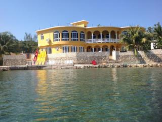 Waters Edge - The Caribbean sea at your feet - Wiltshire vacation rentals