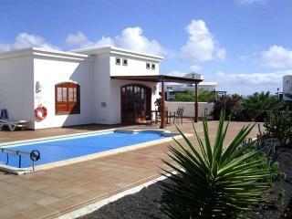VILLA ASINT IN PLAYA BLANCA FOR 8 P - Playa Blanca vacation rentals