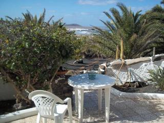 BUNGALOW BELLATERE IN FAMARA FOR 3P - Famara vacation rentals