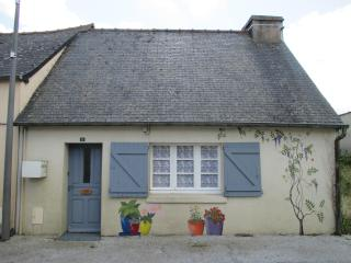 Le Petit Abri : Quirky cottage. Perfect for 2! - Brittany vacation rentals