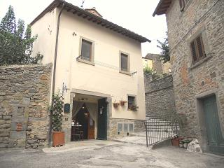 Typical apartment  in the Tuscan town of Cortona - Cortona vacation rentals
