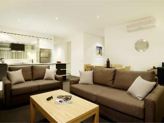 Spacious 2Bedroom, 1Bathroom Apartment inc WIFI - Melbourne vacation rentals