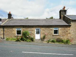 CRAG VIEW COTTAGE, family friendly, character holiday cottage, with a garden in West Woodburn, Ref 1969 - Morpeth vacation rentals
