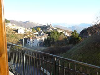 STUPENDO APPARTAMENTO A CASTEL DEL MONTE (AQ) - Castel del Monte vacation rentals