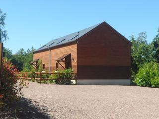 L'Etable - Beautiful Two Bedroom Barn Conversion - Saint-Charles-de-Percy vacation rentals