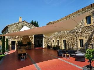 Provencal Farmhouse, Le Mas de So with Heated Swimming Pool, Sauna, Tennis Court - Laudun vacation rentals