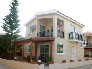 3 bdrm Inland View Villa Beach Larnaca Oroklini - Oroklini vacation rentals
