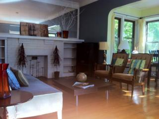 Loyola 3 Bedroom Private, Large and Bright Unit - Illinois vacation rentals
