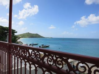 Beachfront Grand-Case upscale and renovated Condo - Ruinen vacation rentals