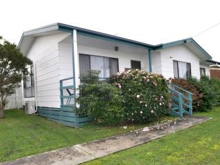 WAHROONGA - Victoria vacation rentals