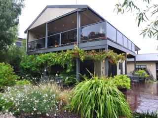 THE ULTIMATE CHILL PILL - (FREE WIFI & FOXTEL) - Inverloch vacation rentals