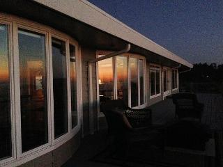 Whalerock Luxury 2 bd, 2 bath Home; Privacy, Stunning Ocean Views & Hot  Tub - North Coast vacation rentals