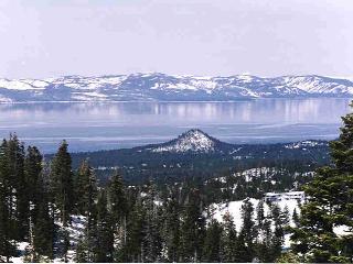 Panoramic Lake/Ski View