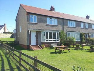 DUNE VIEW, family friendly, with a garden in Beadnell, Ref 2511 - Northumberland vacation rentals