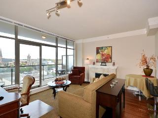 Cozy Downtown Victoria 1 Bedroom Condo Walking Distance To Amenities - Victoria vacation rentals