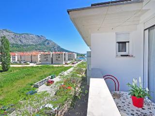 Luna Apartment*** - Omis vacation rentals