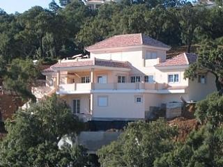 Stunning 5BR Villa w/ Pool, Sea & Mountain Views! - Marbella vacation rentals