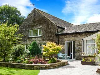 COACHMAN'S COTTAGE, character cottage near village, WiFi, patio, peaceful setting, Cartmel Ref 906801 - Scales vacation rentals