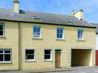 PEND COTTAGE, terraced cottage, village location, WiFi, in Stranraer Ref 915559 - Kirkcolm vacation rentals