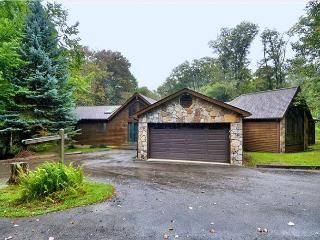 Beautiful custom built home offers peace and quiet in a beautiful setting. - Davis vacation rentals