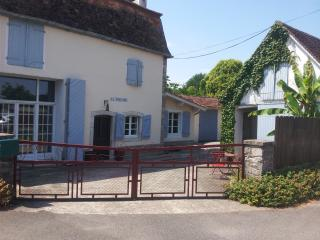18th Century Riverside Cottage With Private Pool P - Sauveterre-de-Béarn vacation rentals