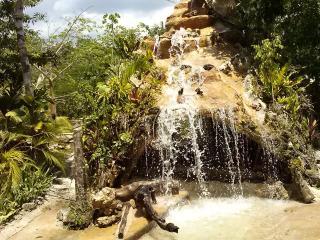 Capanne e stanze con piscina naturale nella selva - Tulum vacation rentals