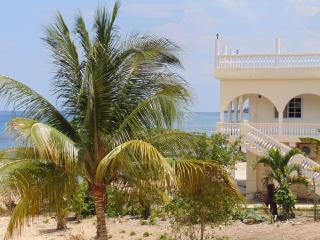 Runaway Bay Beach House Rental- Great Value! - Runaway Bay vacation rentals