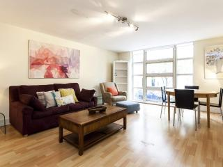 STYLISH Kensington 2 Bedroom 2 Bath - Free WiFi !! - London vacation rentals