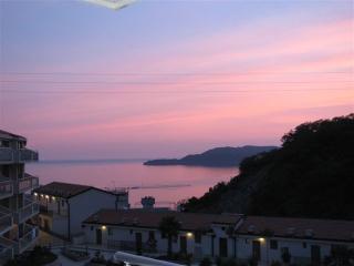 Stunning Views 2 Bd/2bth  In Picturesque Przno - Bar vacation rentals