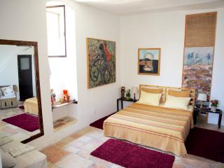Charming Suite -best location in Yemin Moshe - Shoresh vacation rentals