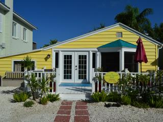 Charming Beach Cottage - The Little Yellow House - Redington Shores vacation rentals