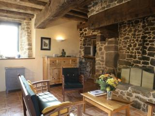 Typical 2 bedrooms cottage Mont St Michel Fougeres - Saint-Etienne-En-Cogles vacation rentals
