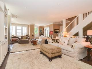 WATER & MTN VIEW LUXURY HOME 10 MIN TO DOWNTOWN - Seattle vacation rentals