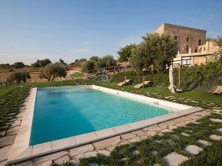 Villa Scicli holiday vacation large villa rental italy, sicily, scicli, pool, WiFi, short term long term large villa to rent to  - Scicli vacation rentals