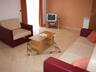 CANCAR(221-527) - Zbandaj vacation rentals