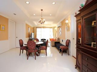 Bangkok Soi 18 2+1 Bed Apt. - Bangkok vacation rentals