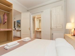 Central & Comfort Apartment - Sagrada Familia B - Barcelona vacation rentals