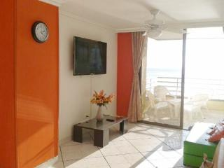 Bay view Pool steps to Beach for Families perfect - Santa Marta vacation rentals